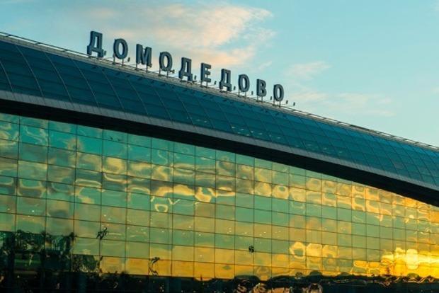 В московском Домодедово таксист сбил полицейского и прокатил его на капоте