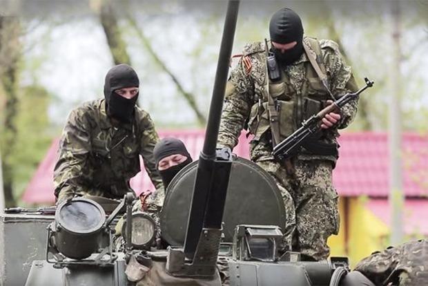 На Донбассе пьяный военный РФ въехал в автобусную остановку на угнанном авто