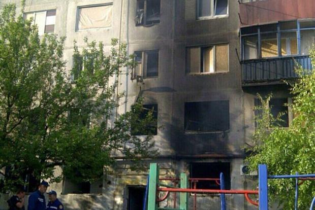 При обстреле Красногоровки боевики попали в многоэтажный жилой дом (фото)