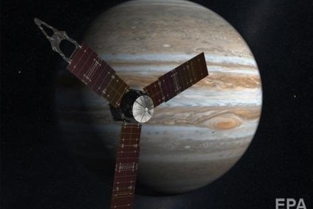 Межпланетная станция Юнона сфотографировала баржу на Юпитере