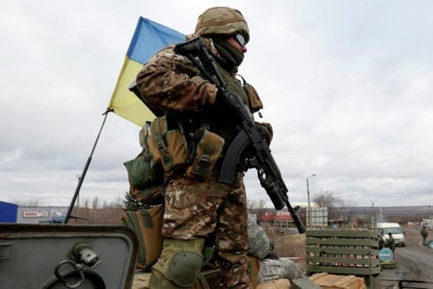 Под Красногоровкой из-за обстрелов боевиков погиб украинский военный, еще четверо ранены