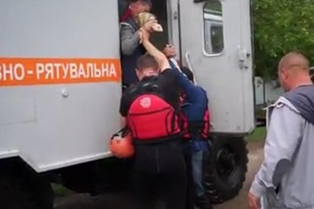 ДСНС опублікувало відео повені на Буковині