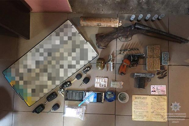 В Днипре полиция изъяла у мужчины арсенал оружия