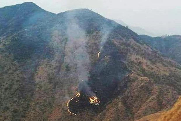 На месте крушения самолета в Пакистане нашли 21 погибшего