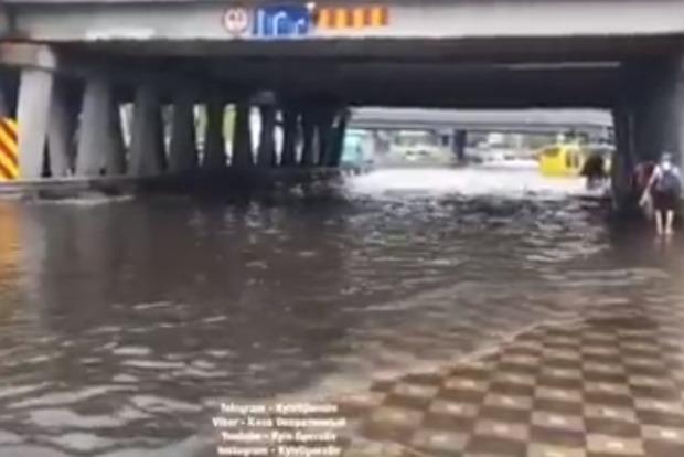 Богдан утопился: столичное метро Левобережная ушло под воду