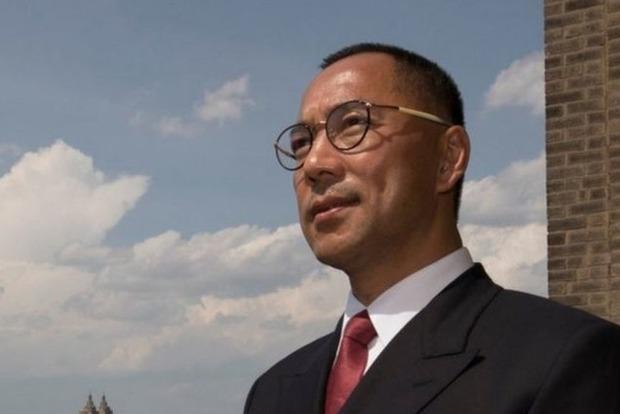 Китайский миллиардер просит политического убежища у США