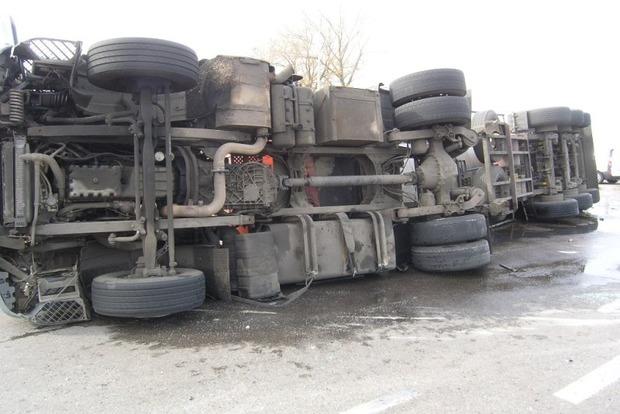В Луганской области перевернулся грузовик, набитый боевиками