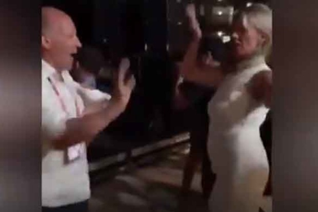 Судорожная жаба. В сети высмеяли дикие танцы помощницы Лаврова