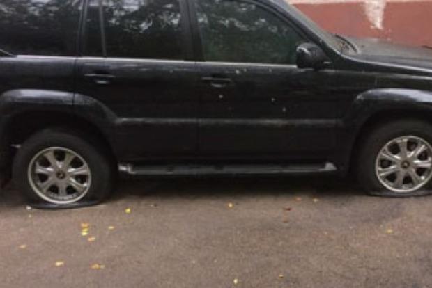 Возле отделения полиции в Запорожье пытались взорвать Lexus