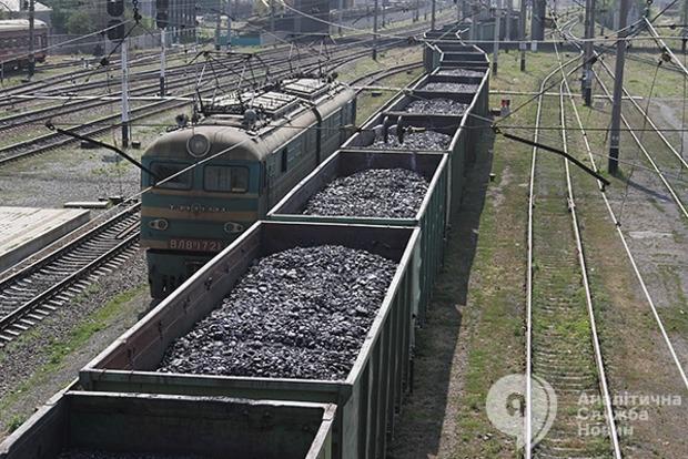 На оккупированных территориях востока Украины начался дефицит топлива. Зато уголь некуда девать