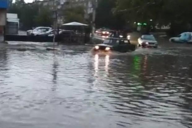 Ливень с градом спровоцировали потоп в Запорожье