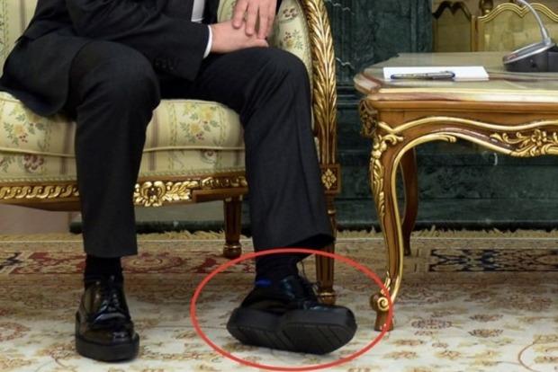 Соцсети вычислили высоту каблуков, на которых ходит Путин