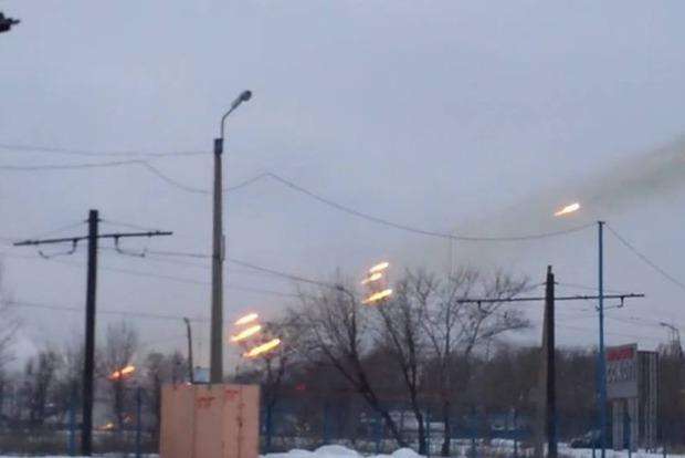 Украинские военные рассказали подробности утренних обстрелов Авдеевки