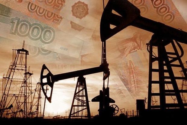 Мировые цены на нефть торгуются разнонаправленно, сбив рубль и фондовый рынок России