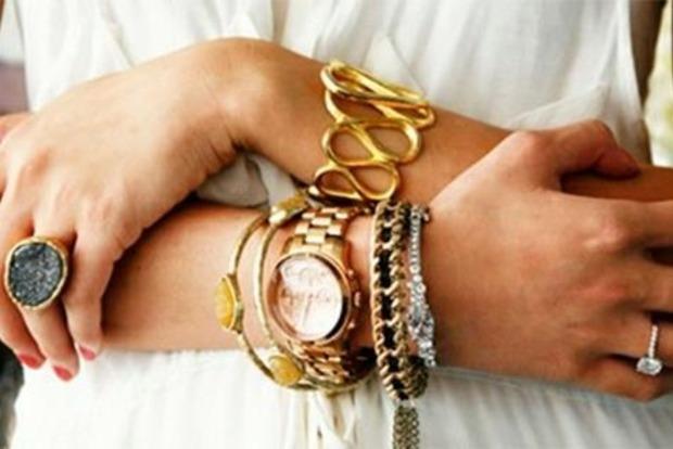 Вызывает нервное напряжение и отталкивает друзей: почему золото и серебро не носят вместе