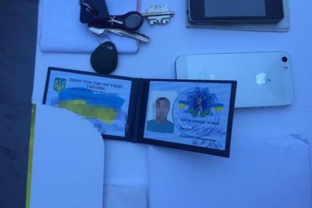 В Киеве на взятке 9000 грн задержали государственного исполнителя