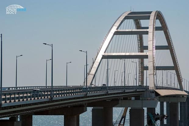 На Крымском мосту паника: правоохранители останавливают автобусы для обыска