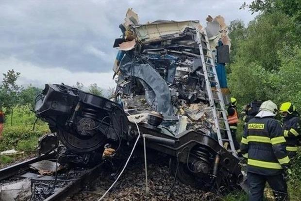 В Чехии столкнулись пассажирские поезда: 2 погибших