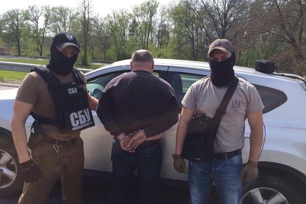 Прокуратура поймала на взятке руководителя райотдела исполнительной службы в Киевской области