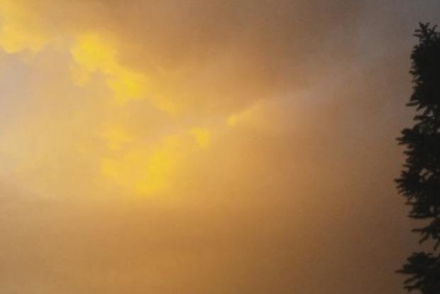 Небо на Закарпатье приобрело удивительный цвет