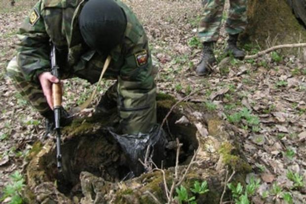 В Донецкой области найден заминированный тайник с боеприпасами
