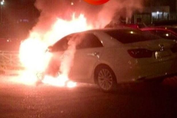 Авто с номерами МВД подожгли в Киеве