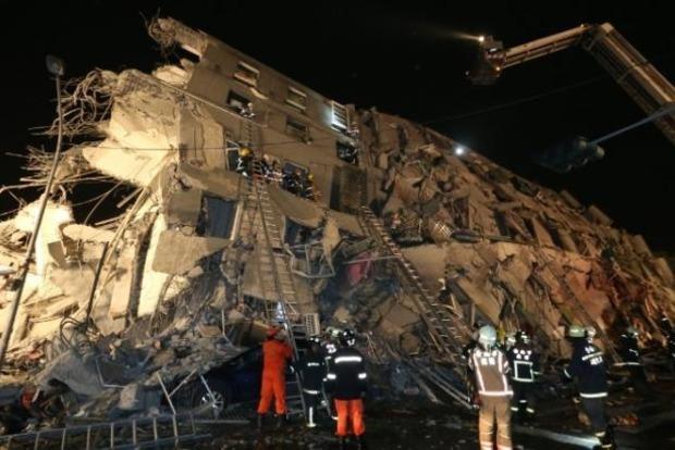 На Тайване арестуют застройщиков здания, рухнувшего из-за землетрясения