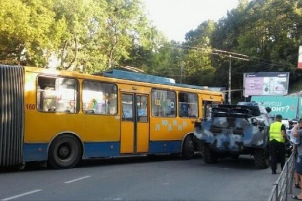 ВТернополе столкнулись троллейбус иБРДМ