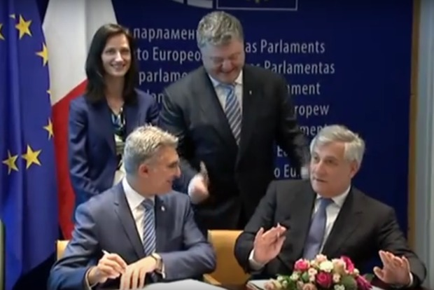 Видео дня: Как подписывался безвиз для Украины