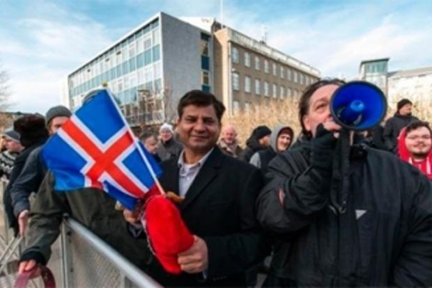 «Панамский архив» стал причиной многотысячного митинга в столице Исландии