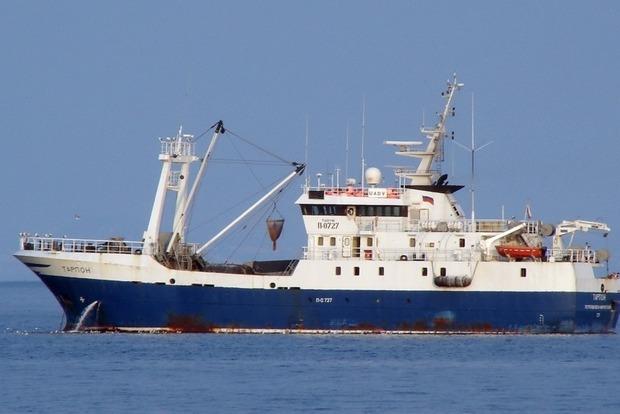 Украинские таможенники задержали вАзовском море российское судно