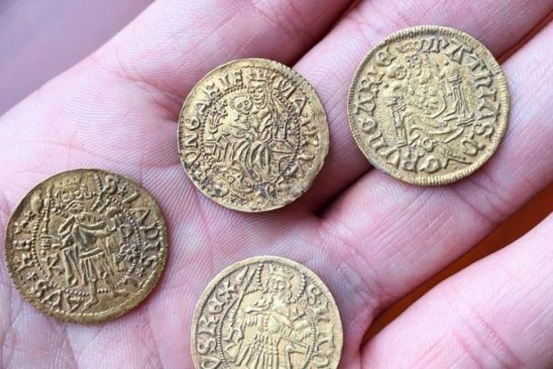 В Венгрии трактористу не повезло - он прозевал самый большой на сегодняшний момент клад монет средневековья