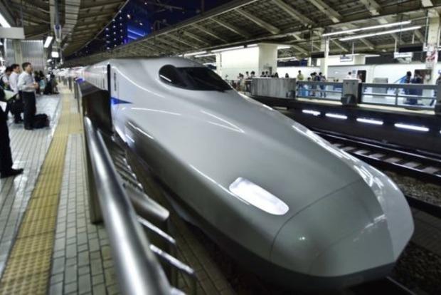 Японский железнодорожный перевозчик извинился, что его поезд отправился ранее доэтого