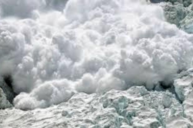 В Карпатах сошло пять лавин, сохраняется угроза новых сходов