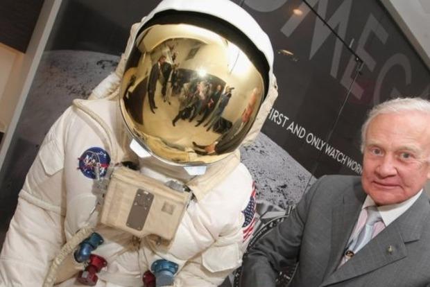 С базы на Южном полюсе эвакуировали 86-летнего астронавта Базза Олдрина