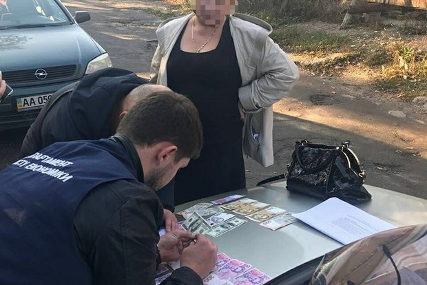 Чиновники вузов Киева за взятку продляли срок пребывания в Украине иностранцев