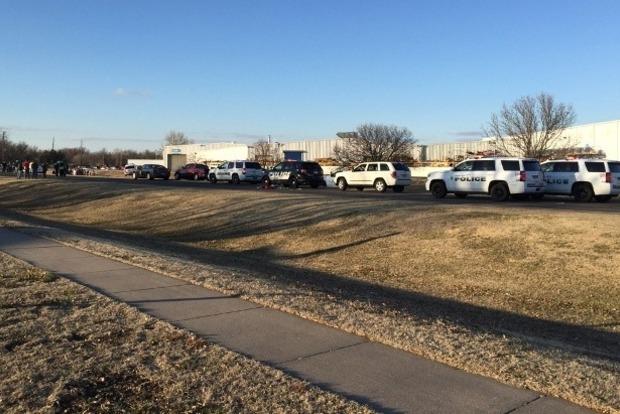 Во время стрельбы в Канзасе погибли четыре человека, нападавший убит (видео)