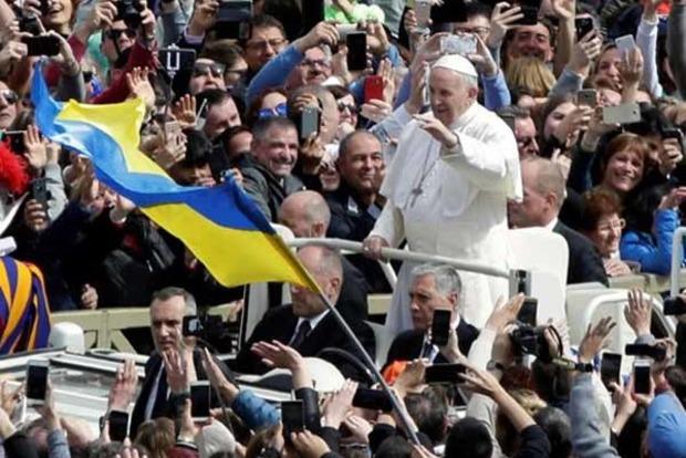 Папа Римський побажав Україні миру в пасхальному посланні