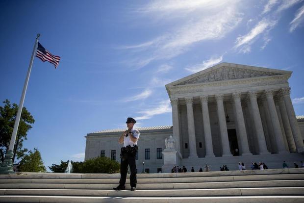Антимусульманский запрет Трампа остается в силе – Верховный суд США