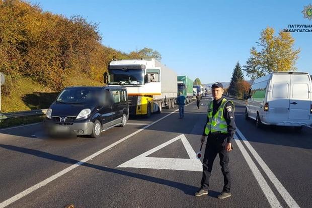Водії перекрили трасу Київ-Чоп. Вимагають зниження ціни на паливо
