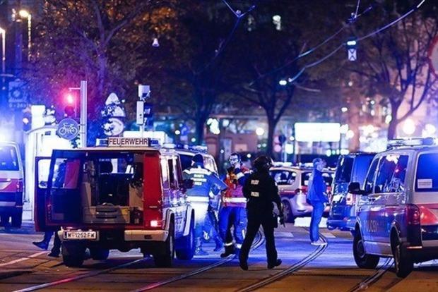Серія нічних терактів у Відні: 3 загиблих, 15 поранених, терористи, можливо, в бігах