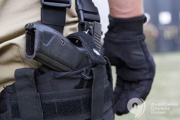 Уколишнього бійця «Альфи» знайшли незаконну зброю і наркотики