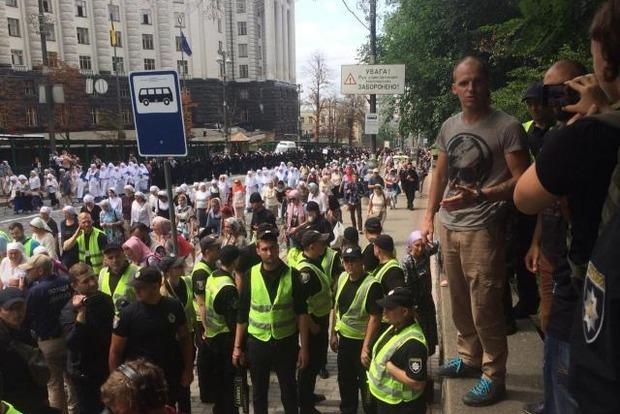 На крестном ходе УПЦ МП задержаны активисты партии Братство
