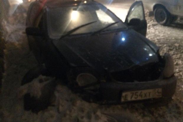 У Росії зірваний вітром дах упав на автомобіль і вбив водія