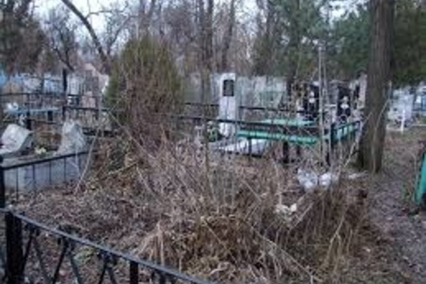 Российские школьники скакали по могилам и сломали 160 надгробий