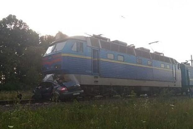 На третий раз не проканало: выяснились жуткие подробности о раздавленной поездом легковушке