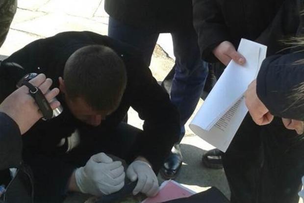 В Житомире СБУ задержала пожарного инспектора-вымогателя
