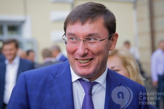 Луценко поехал в Латвию за деньгами украинских экс-чиновников