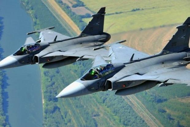 Венгрия подняла истребители на перехват украинского самолета