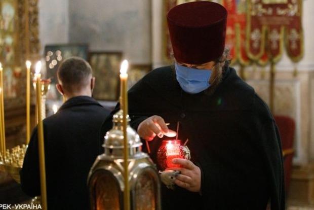 В Тернопольской области от COVID-19 умер священник, тайно проводивший богослужения с прихожанами